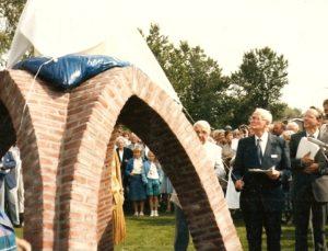onthulling gedenkteken Uithuizermeeden door Ekko Ubbens